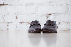 svarta läderskor royaltyfria bilder