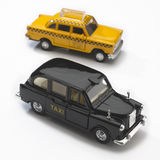svarta london models nya taxis gula york Royaltyfri Foto