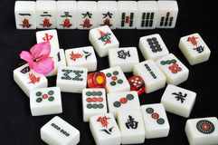 svarta mahjongtegelplattor för bakgrund Arkivbild