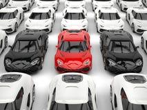 Svarta och röda sportbilar bland många vita bilar vektor illustrationer