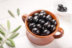 Svarta oliv en smaklig aptitretare royaltyfri fotografi