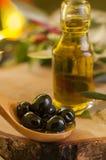 Svarta oliv och jungfruliga Olive Oil Arkivbilder