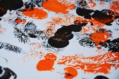 Svarta orange röda suddiga kontraster för målning, former, vattenfärgbakgrund Royaltyfri Foto