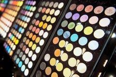 Svarta paletter för ögonskugga Stort val av olika toner och färger fotografering för bildbyråer