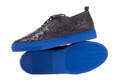 Svarta rinnande skor av vävt läder Royaltyfria Bilder