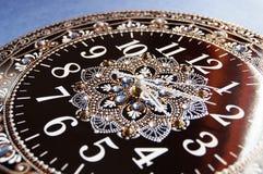 Svarta runda handgjorda klockor Arkivbild