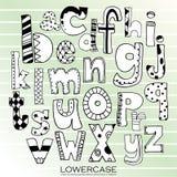 Svarta små bokstäver för kritablyertspennaalfabet Hand dragit skriftligt Arkivbilder