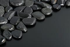 svarta stenar Arkivbild