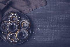 Svarta vita donuts Royaltyfri Bild
