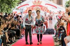 svartabörshaj 2012 för sommar för auramodeshowfjäder vu Royaltyfri Fotografi