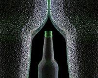 Erotiskt buteljera av öl Arkivfoton