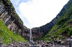 Svartifoss, cascade à écriture ligne par ligne noire célèbre, Islande Image libre de droits