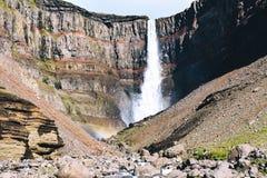 Svartifoss siklawa z bazaltowymi kolumnami w południowym Iceland zdjęcia royalty free