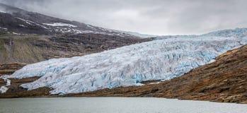 Svartisengletsjer in noordelijk Noorwegen stock foto