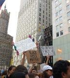 Svartliv frågan, Anti--trumf samlar, NYC, NY, USA Arkivfoton