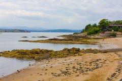 Svartsandstrand, Aberdour, Skottland Royaltyfria Bilder