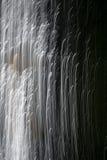Svartvit abstrakt bakgrund, ljus i mörker Arkivfoton
