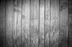 Svartvit bakgrund med den härliga strukturen av vertikala träbräden arkivbild