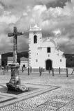 Svartvit bild av den huvudsakliga fyrkanten i Querenca, Portugal Royaltyfri Bild