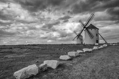 Svartvit bild av Don Quixote väderkvarnar Arkivbilder