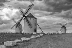 Svartvit bild av Don Quixote väderkvarnar Arkivbild