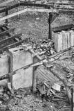 Svartvit bild av en förstörd byggnad Royaltyfri Bild