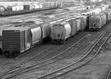 Svartvit bild av en Railyard Royaltyfria Foton