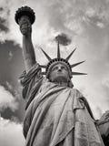 Svartvit bild av statyn av frihet i New York Royaltyfri Fotografi