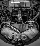 Svartvit bilmotor, antik bil Fotografering för Bildbyråer