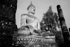 Svartvit Buddhastaty Sukhothai, Thailand Royaltyfri Bild