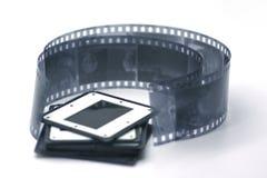 Svartvit film med glidbanor royaltyfri bild