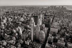 Svartvit flyg- sikt av New York cityscape Royaltyfri Bild