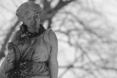 Svartvit gammal staty Arkivfoton
