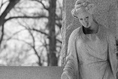 Svartvit gammal staty Royaltyfri Foto