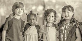Svartvit grundskola för barn mellan 5 och 11 årplats books isolerat gammalt för begrepp utbildning Royaltyfri Foto