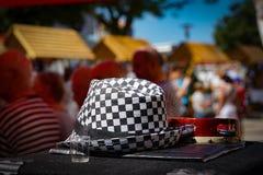 Svartvit hatt och tamburin på, Kroatien Arkivfoto