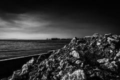 Svartvit kulle av smuts Royaltyfria Bilder