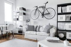 Svartvit lägenhet arkivbilder
