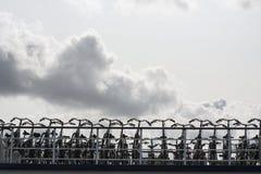 Svartvit parkering för cyklar Royaltyfri Foto