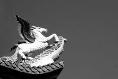 Svartvit Pegasus skulptur Arkivbild