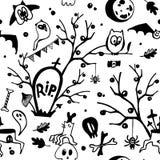 Svartvit sömlös modell för allhelgonaaftonvektor med ugglor, spökar, slagträn, spindlar, skallar och träd royaltyfri illustrationer