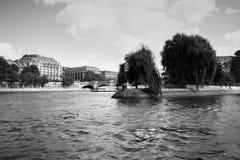 Svartvit sikt av pilen Ile de la Cité, Paris, Frankrike Royaltyfri Fotografi