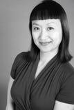 Svartvit stående av en asiatisk kvinna Arkivbilder