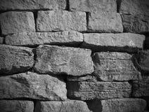Svartvit stenvägg Arkivfoto
