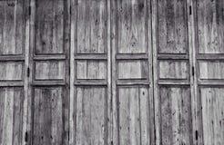 Svartvit stil för Wood dörr Arkivfoton
