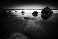 Svartvit strand Fotografering för Bildbyråer