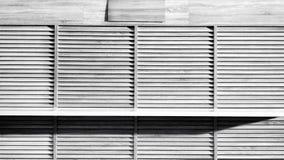 Svartvit träskyltfönster med worktop Arkivfoton