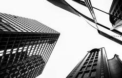 Svartvit version av den högväxta byggnaden i Hong Kong Arkivfoton