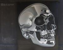 Svartvita grafitti av skallen Royaltyfri Fotografi