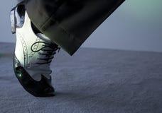 Svartvita manliga dansskor Royaltyfri Foto